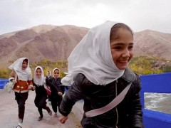 afghanistan_refugees_runing_smiling