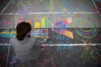"Organization ""Chalk For Peace"" gives visitors to the United Nations in New York the opportunity to leave behind their own message of peace."